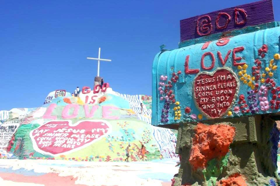 salvation mountain5