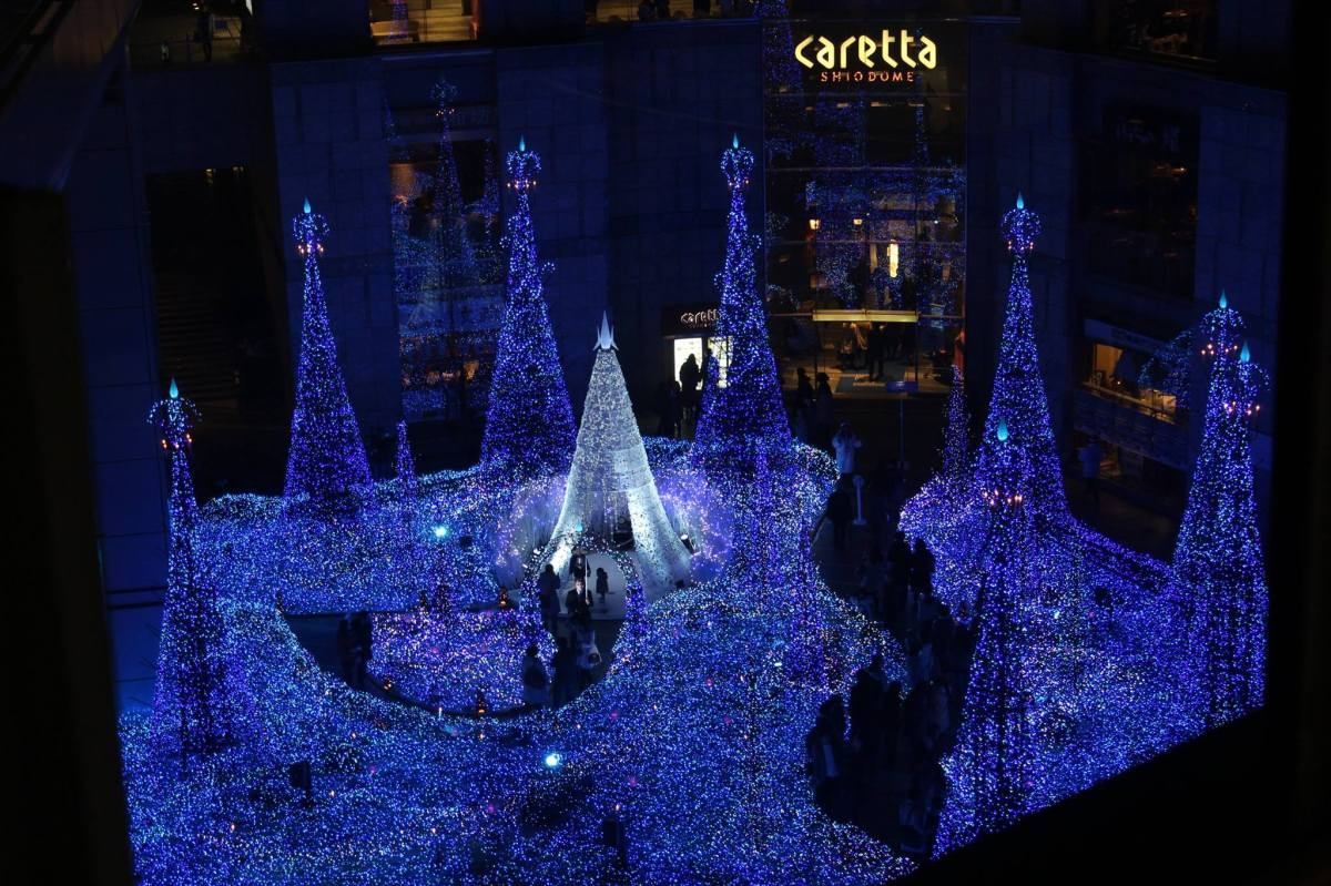 Canyon d'Azur: Caretta Shiodome Illumination in Tokyo